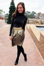gold vintage skirt - black turtleneck Bebe top - gold BCBG belt