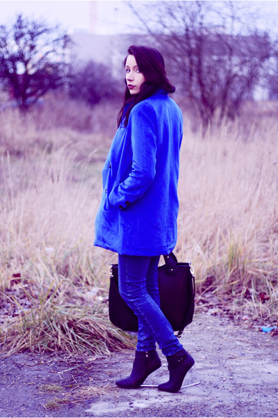 blue foymall coat