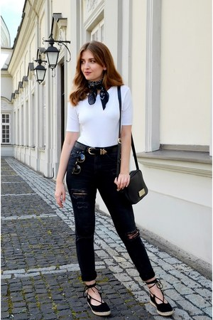 black H&M jeans - white Bershka top - black no name flats