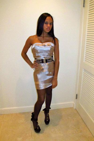 danni ashe in stockings