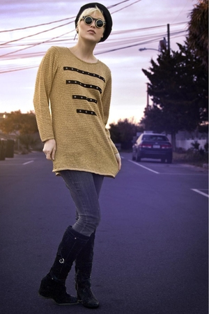 gold tractordog sweater - gray jeans - black vintage hat - black thrifted suede