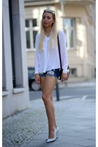 white Zara wedges - Zara bag - navy Bershka shorts - black f21 sunglasses