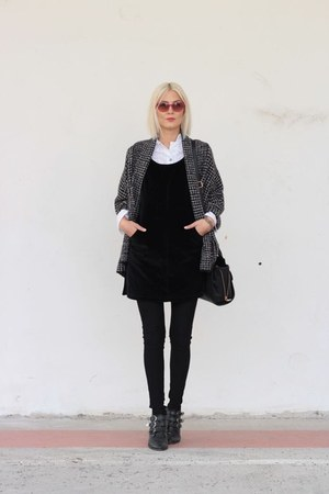 black boots - red sunglasses - black Zara cardigan