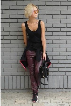 black david jones bag - crimson New Yorker pants - black Orsay t-shirt