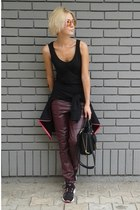 black david jones bag - crimson New Yorker pants - black Orsay t-shirt