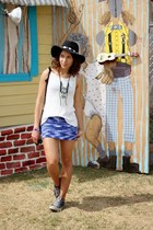 blue knitted vintage skirt - black felt floppy Forever 21 hat