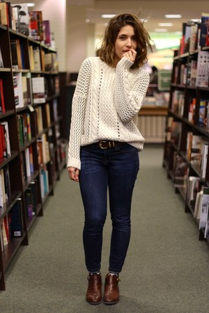 ivory cable knit dRa sweater - brown leather thrifted vintage boots
