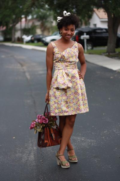 yellow zac posen for target dress - green na shoes - brown moms purse