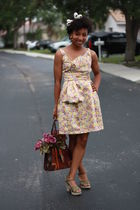 yellow zac posen for target dress - green na shoes - brown moms purse
