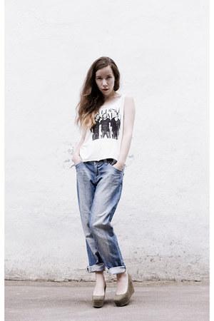 white cotton H&M top - sky blue denim vintage pants - olive green H&M wedges