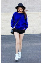 blue vintage sweater - black Zara hat - black verawang bag - silver sneakers
