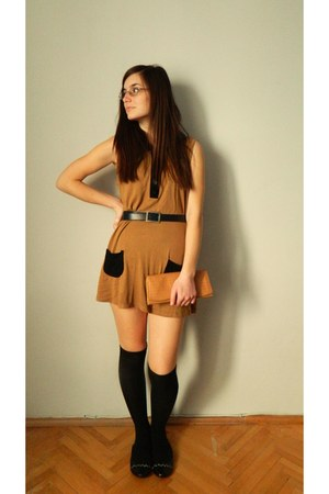 camel classic H&M dress - nude random brand purse - black random brand belt