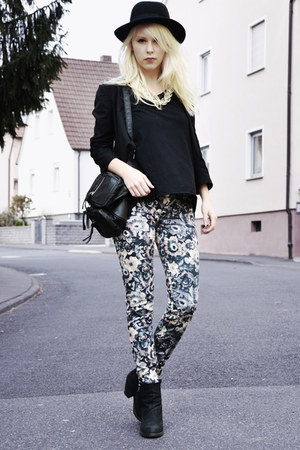 Zara pants - Primark bag