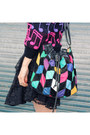 Black-boots-navy-hat-hot-pink-bag-black-vintage-skirt