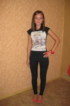 Zara t-shirt - Zara leggings - Stradivarius shoes - Ledy Collection accessories