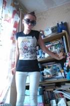 Zara t-shirt - Bershka jeans - Pur Pur glasses