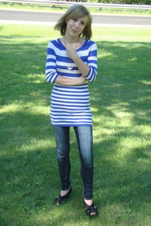 blue H&M top - blue YMI Jeans jeans - black Simply Vera by Vera Wang shoes