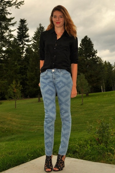601867a8ff3d6 light blue printed Rock   Republic jeans - black silk Joe Fresh blouse