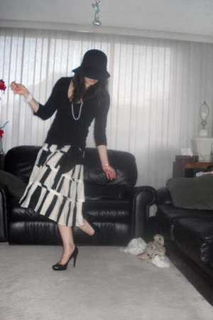 Holt Renfrew hat - H&M shirt - DIY necklace - Macys skirt - Aldo shoes - Aunts b