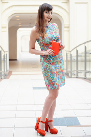 carrot orange Pierre Dumas shoes - aquamarine Societa dress