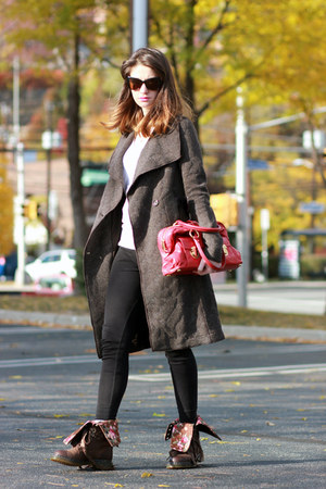 Marc Jacobs bag - Dr Martens boots - house of harlow sunglasses