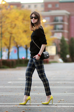 Juicy Couture pants - Gucci pumps