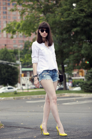 Guess shorts - Juicy Couture sunglasses - Gucci heels
