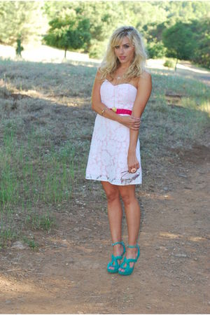 white lace modcloth dress - blue shoes - heels Aldo shoes