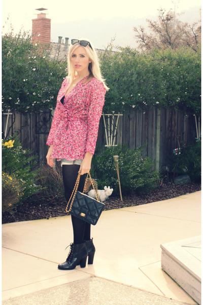 pink vintage top - blue Levis shorts - black vintage accessories - black seychel