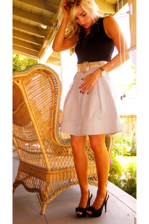 gray high-waisted Corey Lynn Calter skirt - black Steve Madden shoes