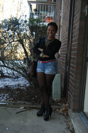 black thrifted vintage shirt - Charlotte Russe purse - black Steve Madden boots