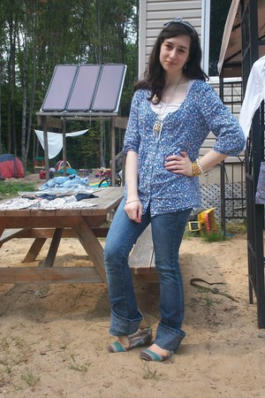 white Old Navy t-shirt - blue thrifted baby phat jeans