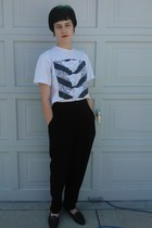 cream pyyramids band t-shirt - black black dress Jax pants - black loafers