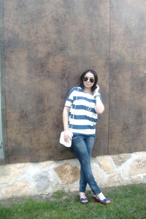 H&M accessories - H&M t-shirt - Stradivarius jeans - Ray Ban glasses - Lefties s