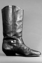 black telltale hearts vintage boots