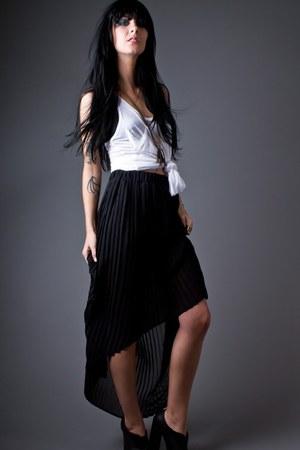 black telltale hearts skirt