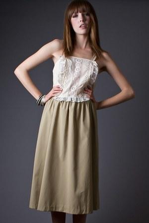 beige lace front telltale hearts vintage dress