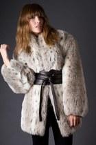 Beige-telltale-hearts-vintage-coat