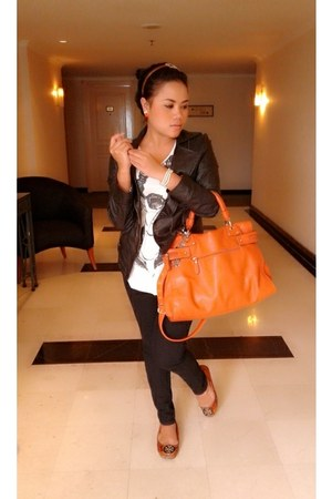 orange Everbest bag - leather jacket - sneaky orange tory burch flats