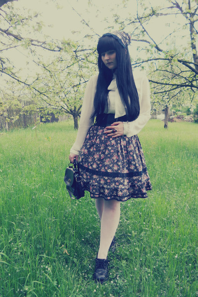 black handmade skirt - white New Yorker shirt - white offbrand tights