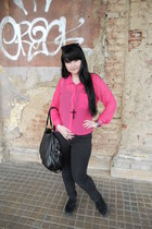 black Mudd jeans - bubble gum New Yorker shirt - black c&a bag