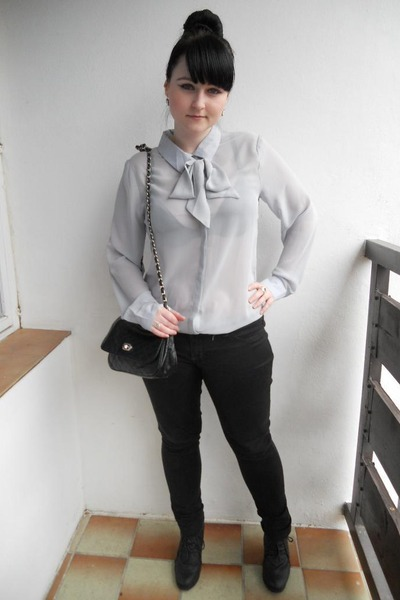 black Mudd jeans - silver New Yorker shirt - black thrifted bag