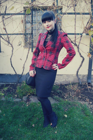 black Gate tights - red tartan Terranova blazer - black New Yorker bag