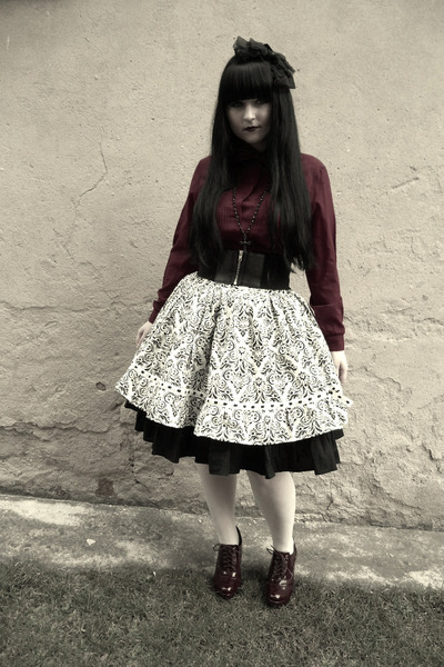 white Handmade by Reiko skirt - black Handmade by Maxë skirt
