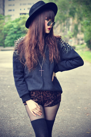 studded sweater - OASAP hat - leopard shorts - round sunglasses