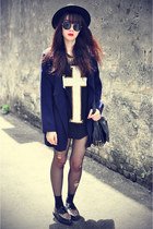 knit jovannalondon coat - Forever 21 hat - sunglasses - cross t-shirt