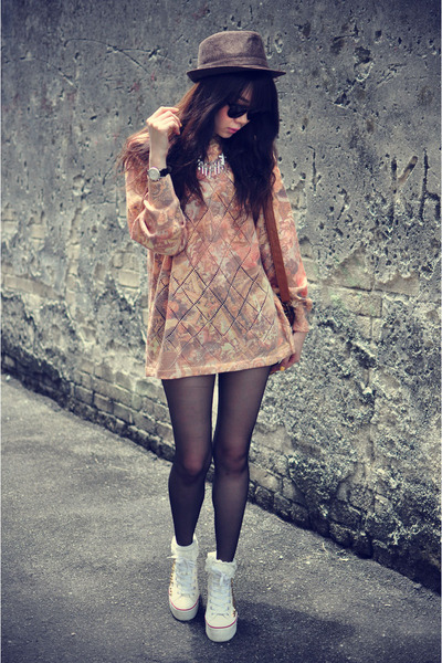 vintage sweater - Forever 21 hat - sunglasses - sneakers