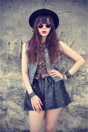 leather skirt - Forever 21 hat - shirt - round sunglasses