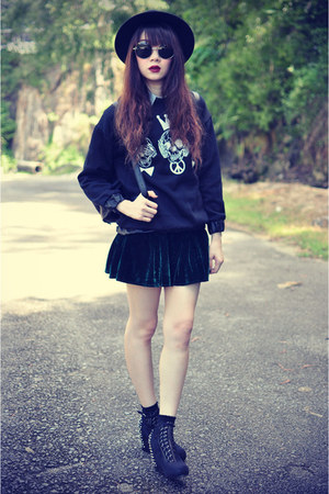skull sweater - Forever 21 hat - leather bag - round sunglasses - velvet skirt