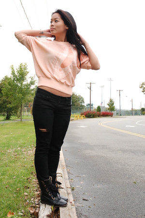 pink Stephanie shirt - black f21 jeans - black Getme boots